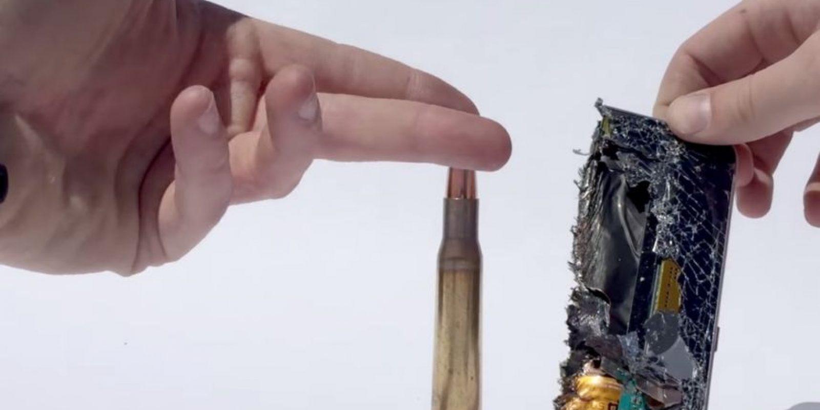 El impacto de bala quemó sus componentes. Foto:FullMag