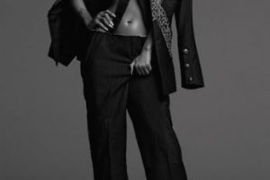 Modeló diseños del fallecido diseñador Alexander McQueen Foto:Another Magazine
