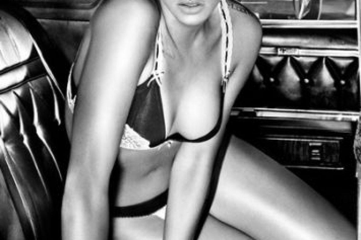 Rihanna posó para las marcas Armani Jeans y Emporio Armani Underwear Foto:Armani Jeans