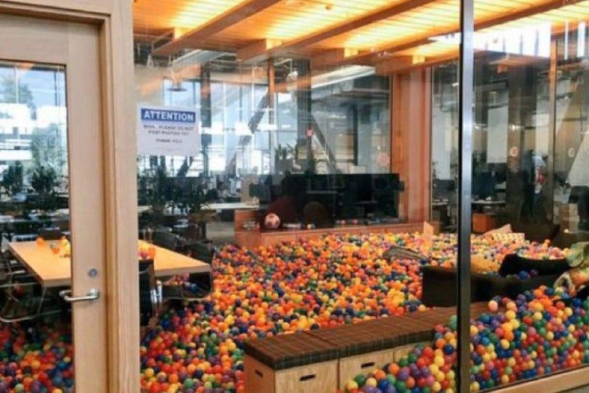 En la imagen se observa la oficina de Mark Zuckerberg, dueño de la red social. Foto:twitter.com/SG_Samtastic