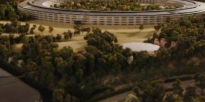 El complejo, diseñado por el reconocido arquitecto Norman Foster, está en construcción. Foto:Apple