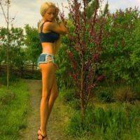 Mide un metro y 70 centímetros Foto:Facebook/ValeriaLukyanova