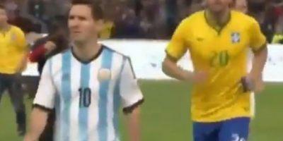 Pero al final del partido contra Brasil, le negó su camiseta a Kaká, sin decirle una sola palabra. Foto:twitter.com/jerebeam