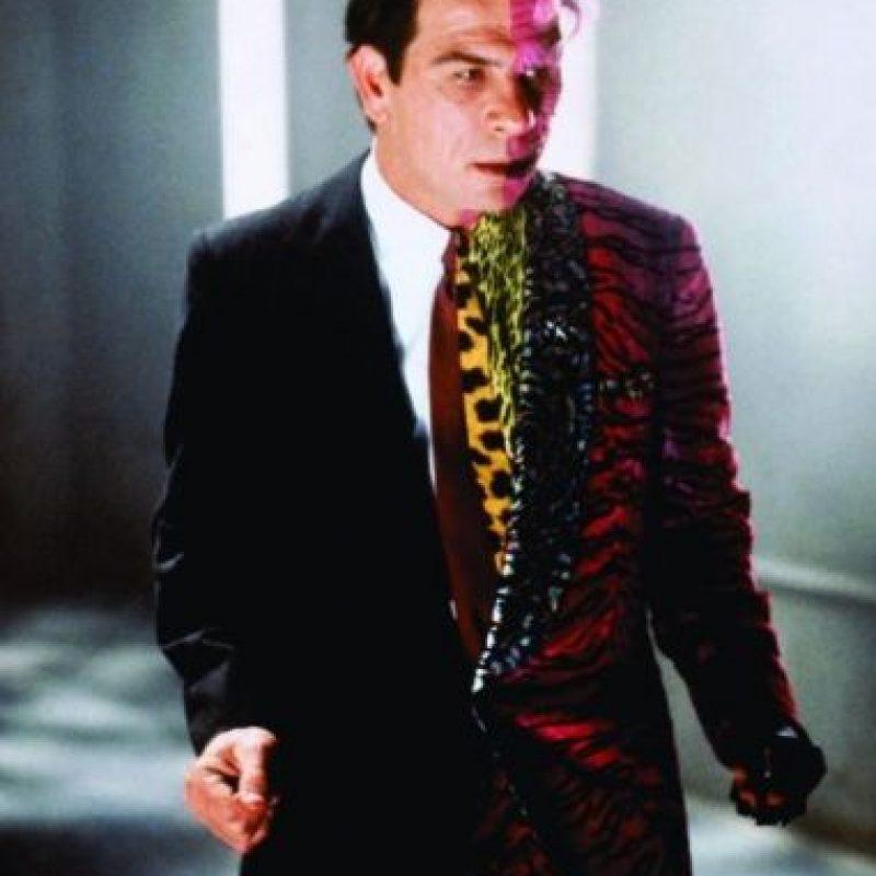 En 1995, Tommy Lee Jones interpretó a este villano con el rostro deformado. Foto:IMDB