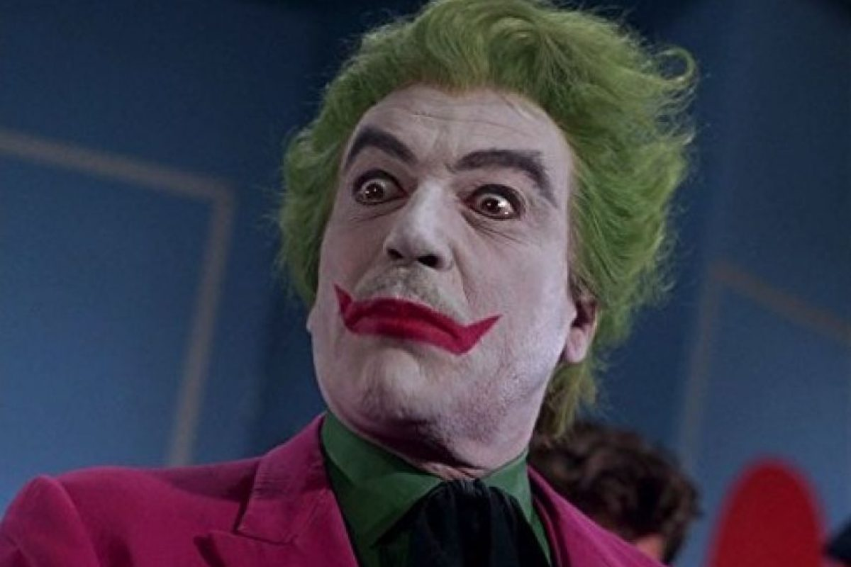 """En la década de los 60, César Romero presentó una de las primeras versiones de este psicópata asesino con aspecto de payaso que odia a """"Batman"""". Foto:IMDB"""