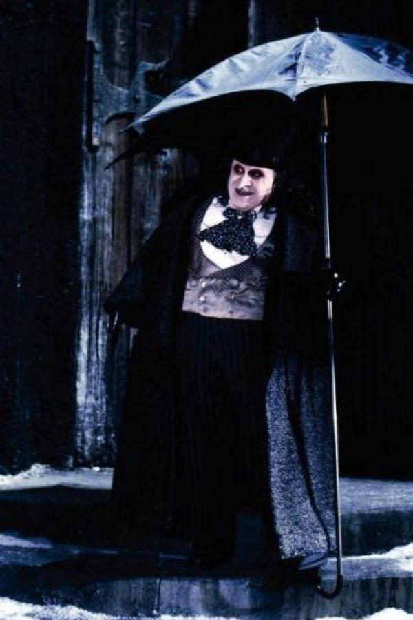 """En la película """"Batman Returns"""" de 1992, Danny DeVito ofreció una peculiar interpretación de este hombre con figura de pingüino Foto:IMDB"""