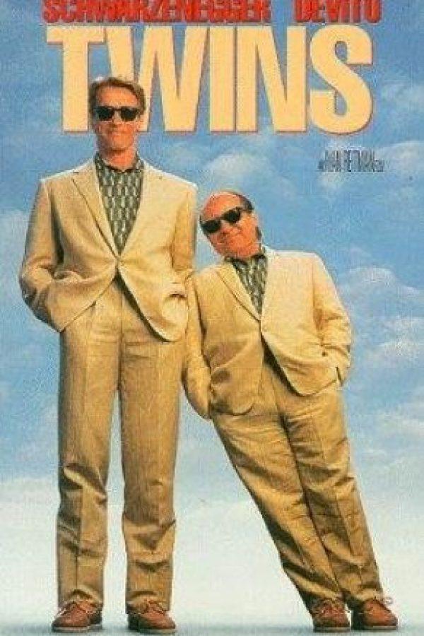 En 1988 colaboró junto a Danny DeVito para interpretar a unos mellizos que por un experimento fallido se convierten en personas totalmente opuestas. Foto:IMDB
