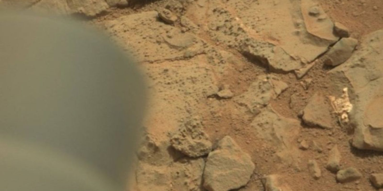 Esta es la imagen difundida por la NASA Foto:Foto original en http://mars.jpl.nasa.gov/msl-raw-images/msss/00153/mcam/0153MR0008470180201260E01_DXXX.jpg