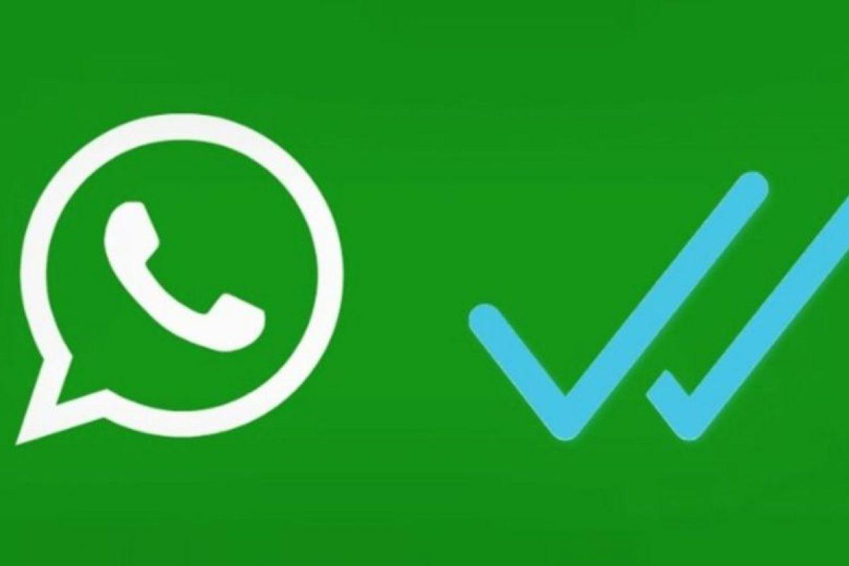 Supuestas aplicaciones prometen desactivar el doble check azul para que sus contactos no se enteren cuando leyeron sus mensajes, pero en realidad les cobran un servicio que gastaba su saldo. Foto:Twitter