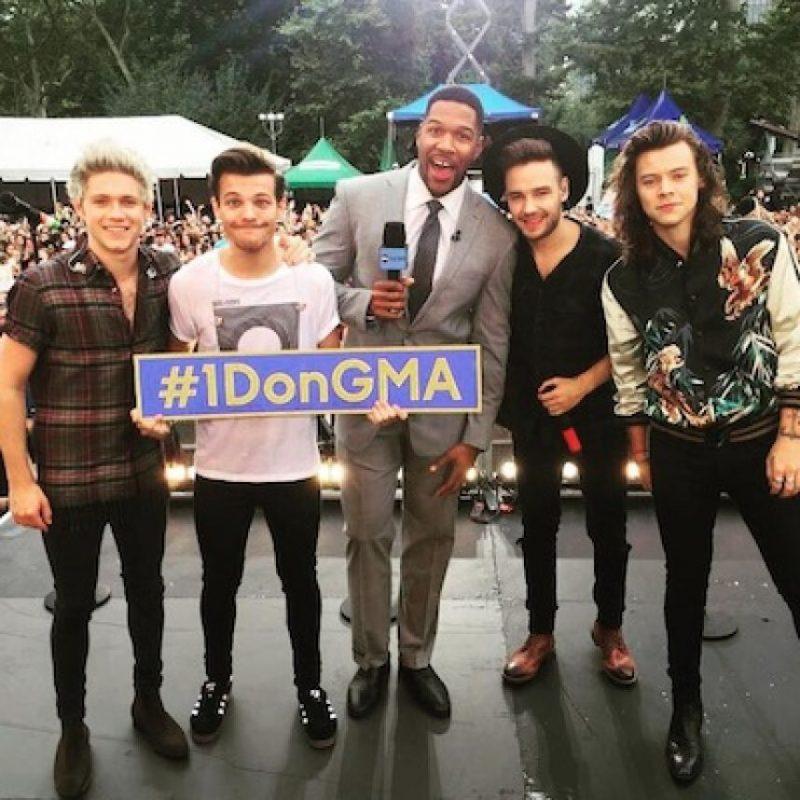 """Por otro lado, durante la presentación de One Direction en el programa """"Good Morning America"""", Louis Tomlinson habló por primera vez sobre su paternidad. Foto:Facebook/OneDirection"""