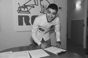 """Zayn Malik causó gran polémica al anunciar su nuevo contrato con la discográfica RCA, sobretodo cuando indicó en Twitter que a partir de ahora realizaría :""""Música de verdad"""". Foto:https://twitter.com/zaynmalik"""