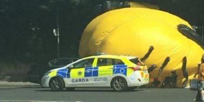 """""""No quiero sonar como un aguafiestas, pero si hubiese caído sobre un ciclista o alguien más, habría sido un problema serio"""", explicó una autoridad a """"The Irish Times"""" Foto:Twitter.com/Rhygos"""