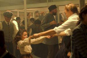 Una de sus escenas más famosas fue en la que aparece bailando con Leonardo DiCaprio Foto:vía YouTube