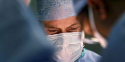 3. Médico olvidó celular dentro del abdomen de paciente tras cirugía Foto:Getty Images