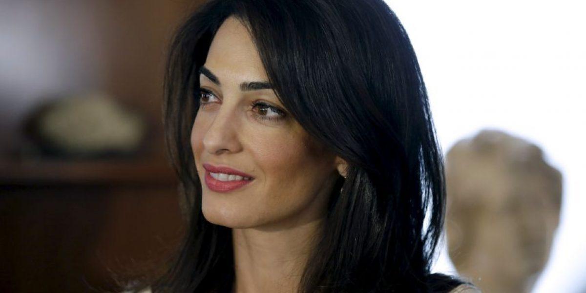 Esposa de George Clooney defiende al hijo de Muamar Gadafi