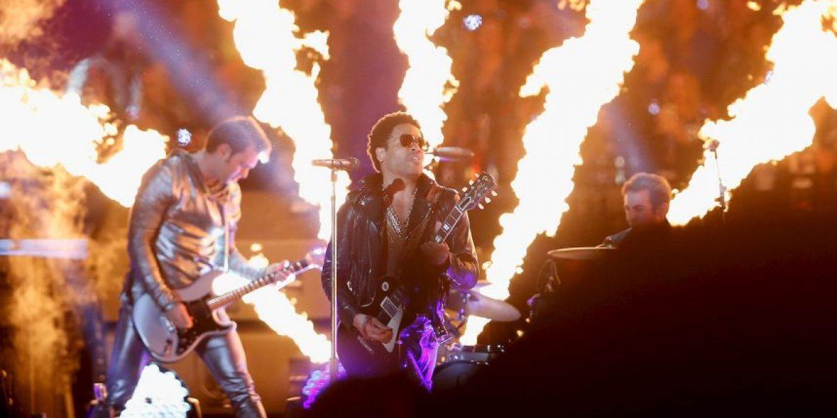 Lenny Kravitz muestra de más durante un concierto