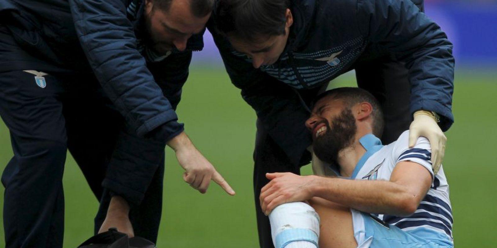 El jugador del Lazio se cayó durante el festejo. Foto:Getty Images
