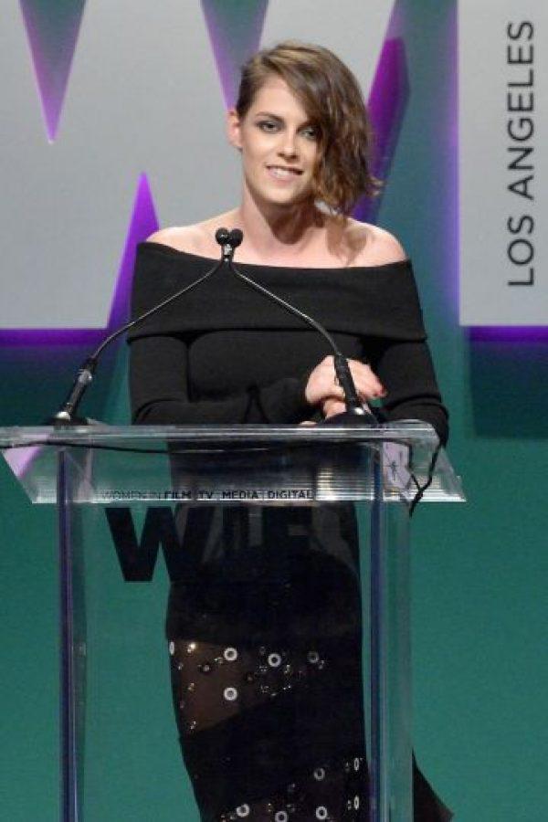 En la edición del mes de septiembre, la actriz explicó lo influenciada que se siente por la moda. Foto:Getty Images