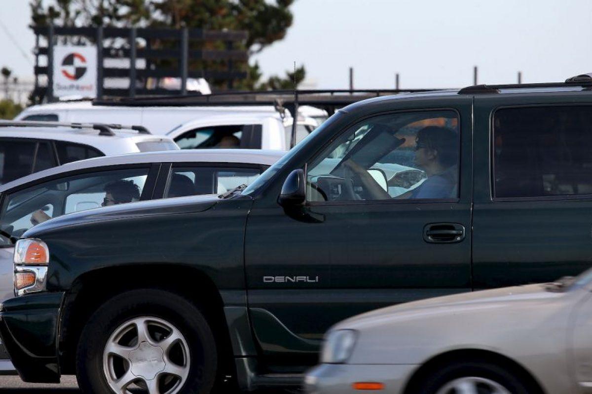 Una de ellas fue que los automóviles de color negro pueden ser un imán para las temperaturas altas. Foto:Getty Images