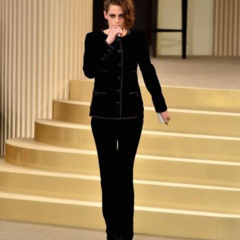 """En la sesión de fotos realizada por la revista británica, la protagonista de """"Crepúsculo"""" mostró su personalidad vanguardista. Foto:Getty Images"""