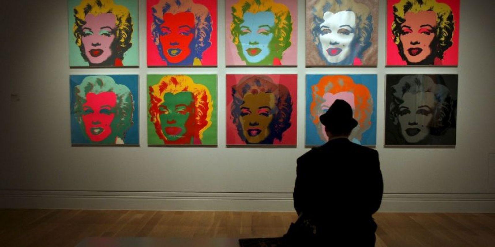 El popular retrato de Marilyn Monroe en diversos colores basado en las fotografías que Richard Avedon tomó de la actriz a finales de los 50 Foto: Getty Images