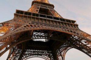 Comenzó a construirse en enero de 1887 y alcanza los 301 metros de altura. Foto:Getty Images
