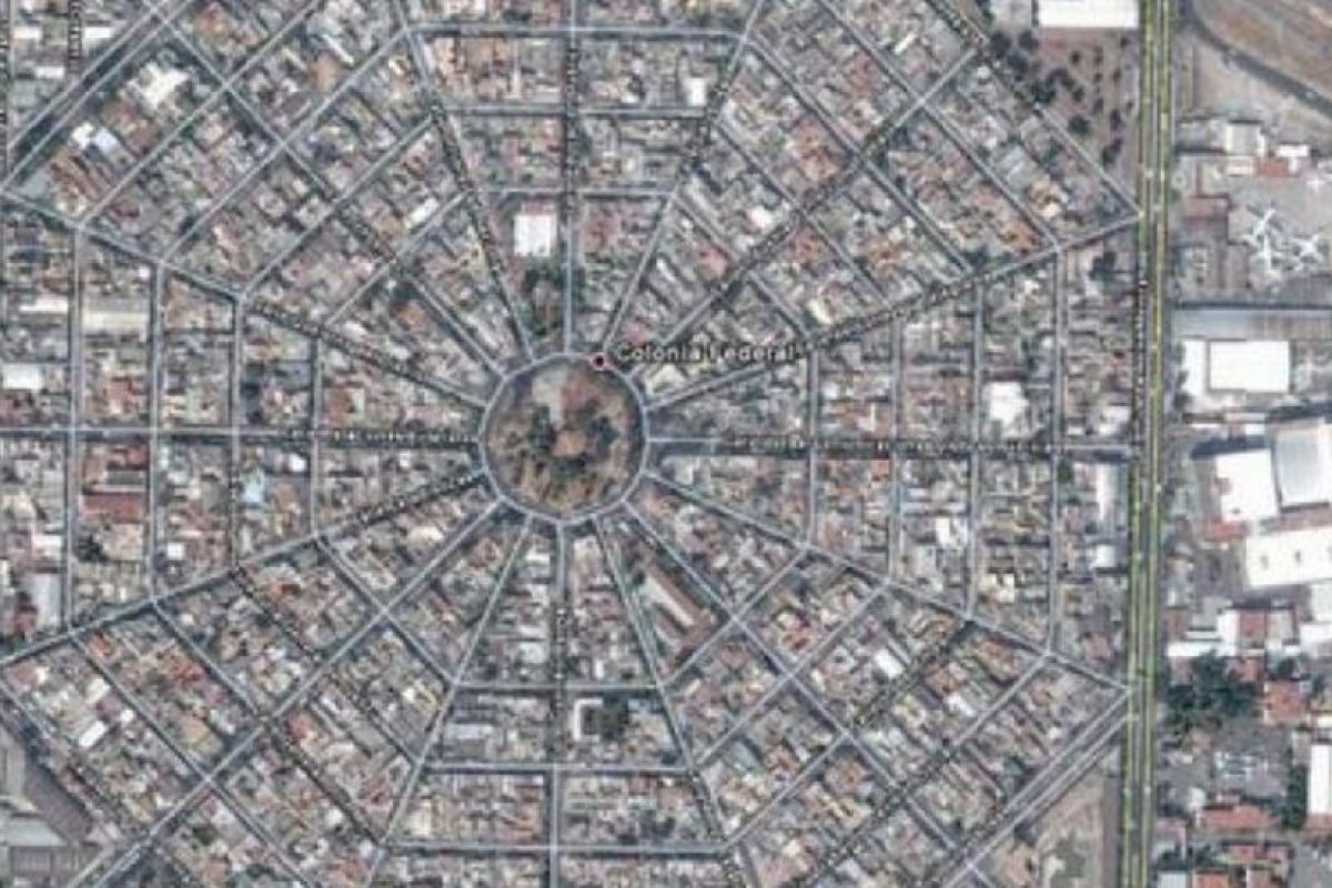 Colonia de México, DF. Una telaraña gigante Foto:Google