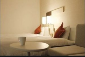 Las habitaciones cuentan con novelas tristes y películas dramáticas. Foto:Vía Gardenhotels