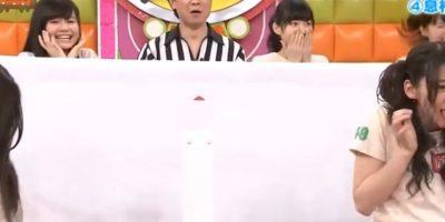 Por lo tanto, se traga al insecto. Foto:vía Youtube/Tv Nippon