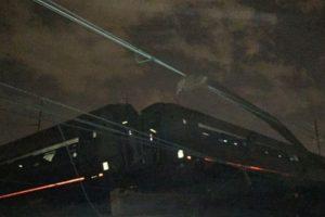 Un tren con 240 personas a bordo que iba de Washington a Nueva York se descarriló. Foto:vía AP