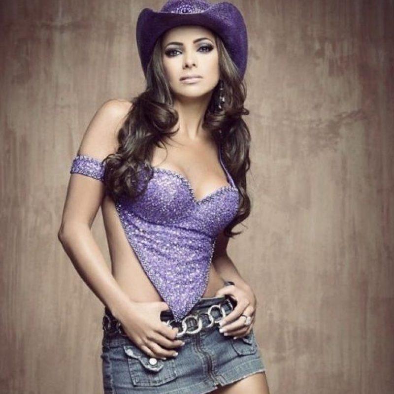Sigue con su carrera como cantante solista Foto:Vía instagram.com/pilarmontenegrotv/