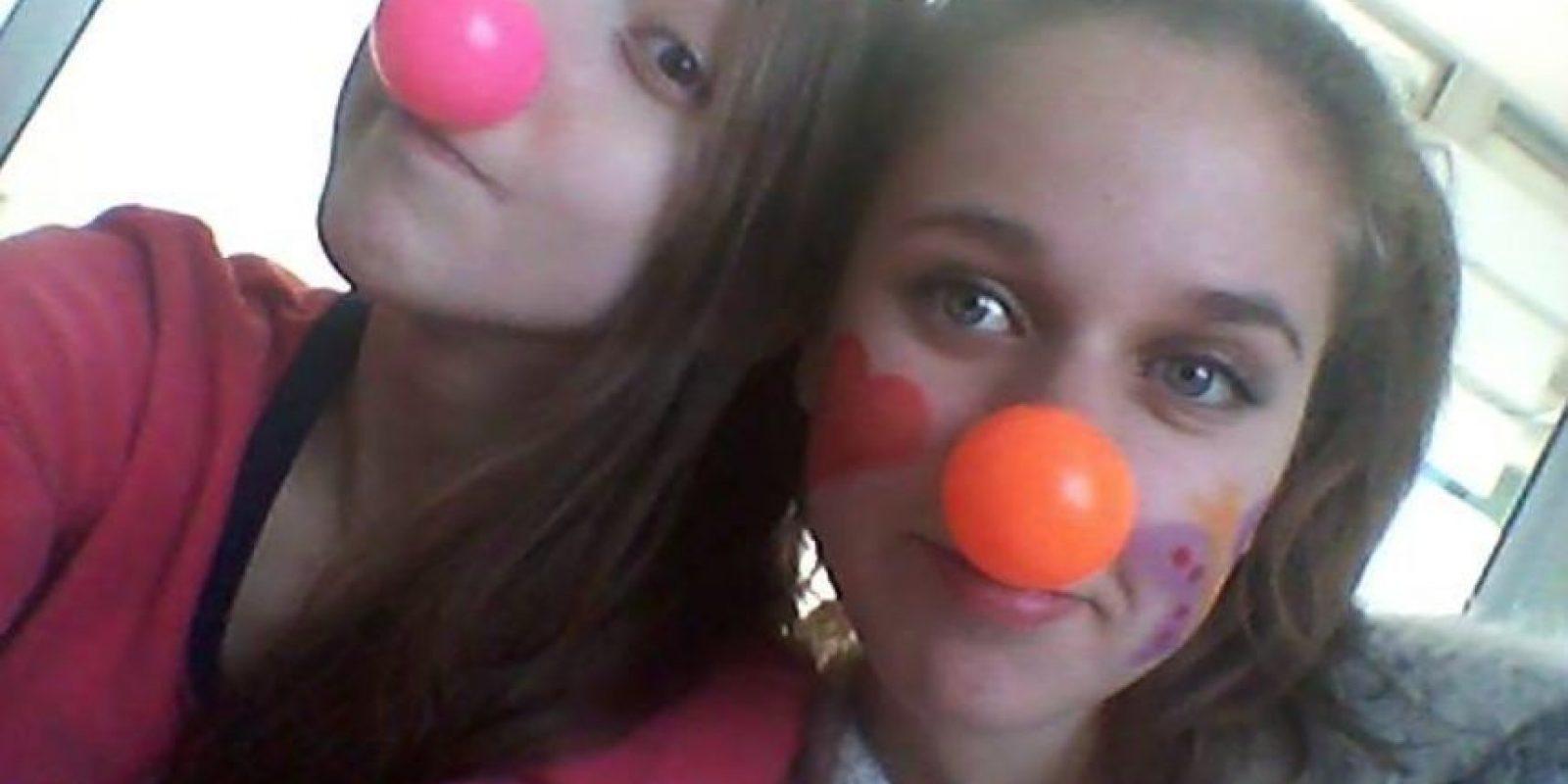 Valentina Maureira (izquierda) era una adolescente chilena de 14 años que padecía fibrosis quística. Foto:Vía facebook.com/miime12