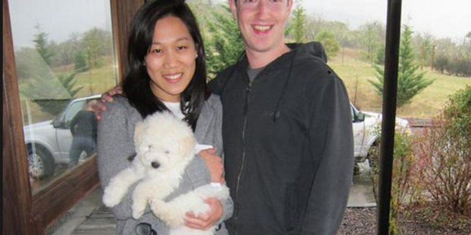 """En su página de Facebook también muestra su agudo sentido del humor. Escribió sobre su perro lo siguiente: """"Le gusta cocinar y las cosas suaves"""". """"Soy una criatura simple"""", se define Foto:Twitter"""