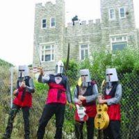 """19. """"Knights in the New Crusade"""". Su género es garage rock cristiano. Son de Estados Unidos. Foto:Pinterest"""