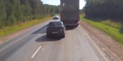 VIDEO: Conductor impaciente provoca tremendo accidente