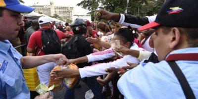 Otros productos básicos escasean en este país. Foto:vía AFP
