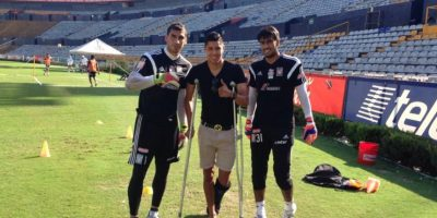 El seleccionado mexicano se fracturó el tobillo en el partido de ida Foto:Vía twitter.com/hugoac_4