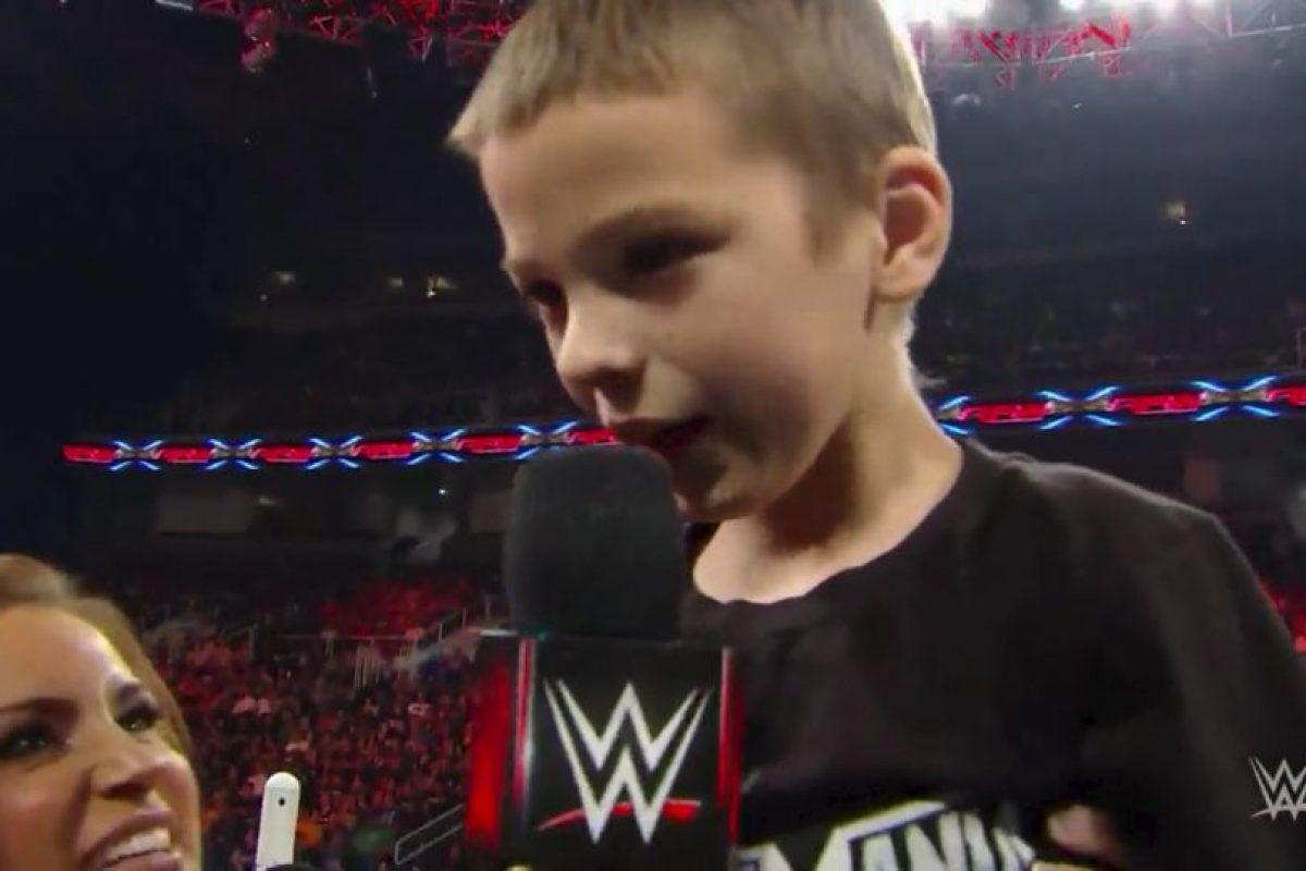 El niño de 8 años, sufre cáncer, pero fue contratado por la popular empresa estadounidense. Foto:Vía facebook.com/wwe