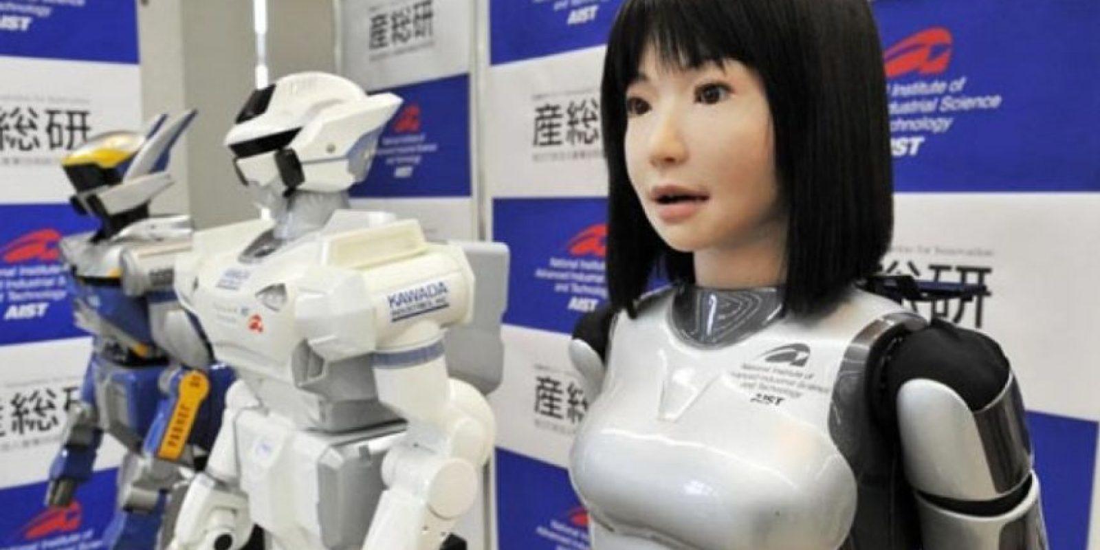 HRP-4C. Con aspecto de una niña este humanoide cuenta con 42 motores de movimiento programado para imitar los movimientos de los modelos de carne y hueso. Foto:Getty Images