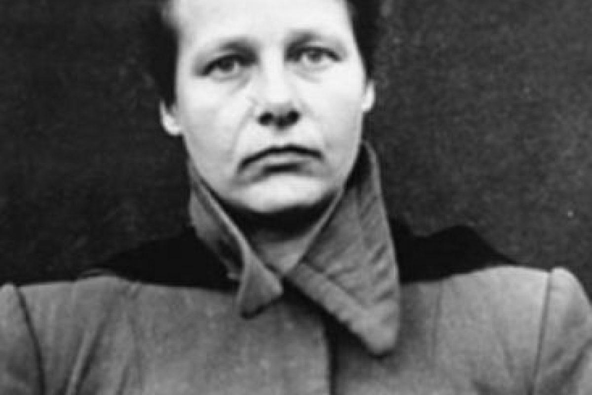 Herta Oberheuser: enfermera nazi, experimentó con niños y mujeres en el campo de concentración de Ravensbrück. Inyectaba sustancias como aceite y evipán en niños y les infligía heridas a los prisioneros para simular las que tenían los soldados alemanes en el frente. Fue condenada a 20 años de cárcel en los Juicios de Núremberg, pero le rebajaron la pena. Cuando salió libre la descubrieron y no pudo volver a trabajar como enfermera. Foto:vía Wikipedia