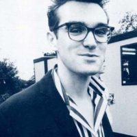 Steven Patrick Morrissey, cantante y artista inglés fue otro más que se unió a la sobriedad y estilo que impuso Andy Warhol. Foto:Wikimedia