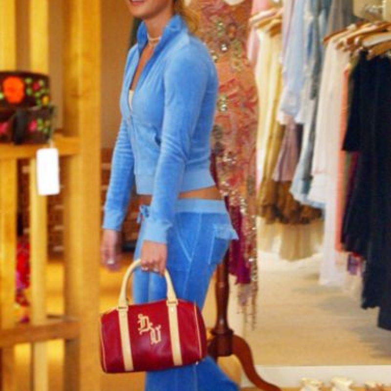 Esta sudadera maldita de la década pasada. Y el bolso con logos. Foto:vía Getty Images