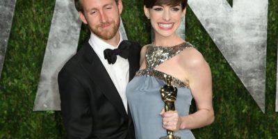 Anne Hathaway y Adam Schlman