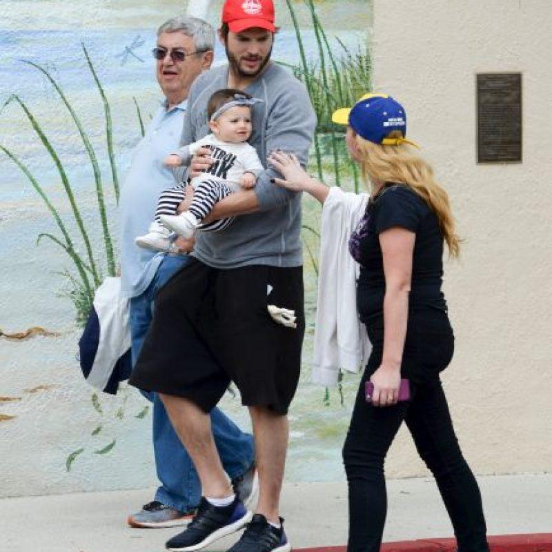 El actor paseó con su hija Foto:Grosby Group