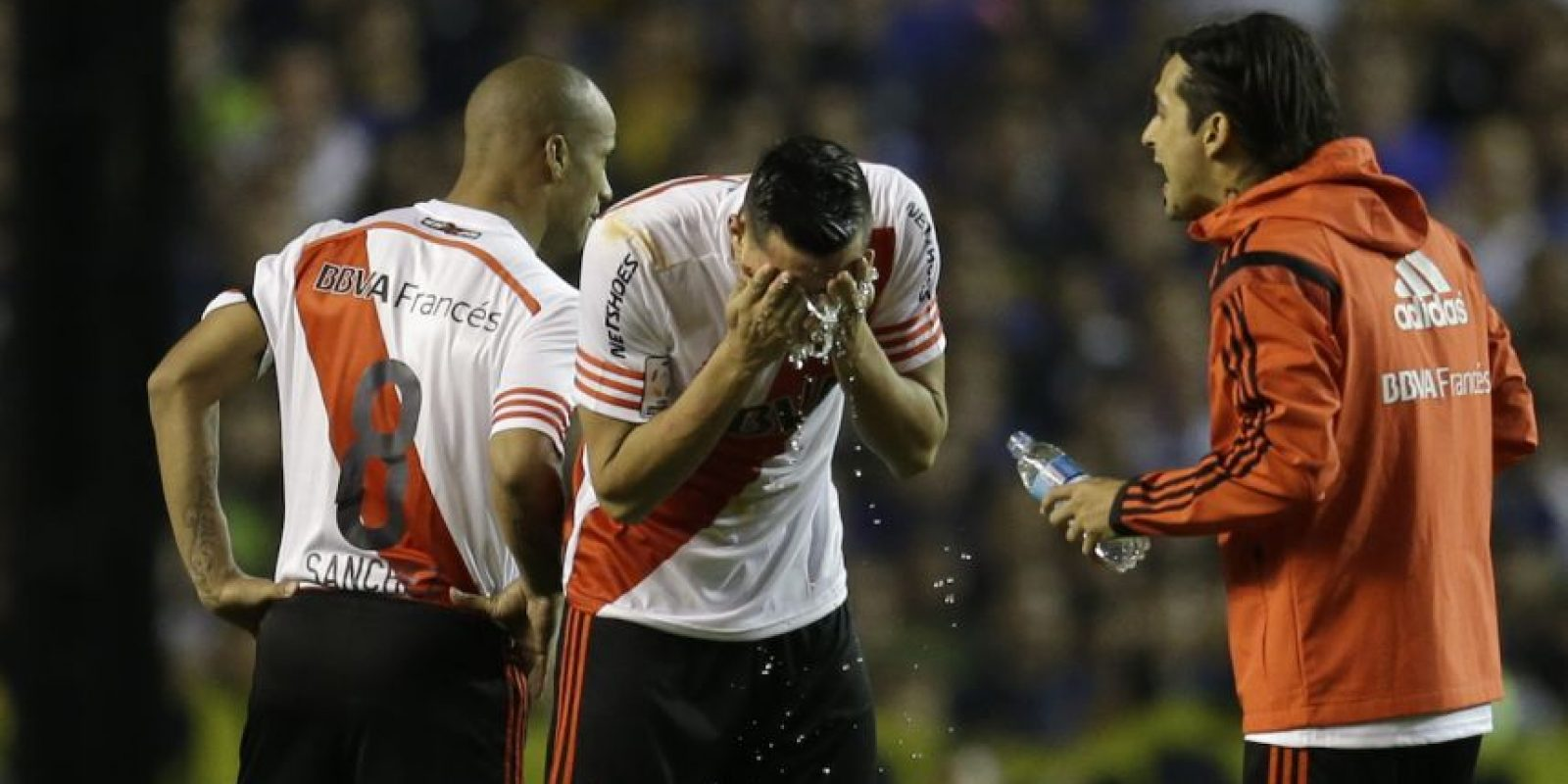 Las posibles sanciones o castigos para Boca Juniors no se han dado a conocer, ni la fecha y sede en que el partido se reanudará, o si se le dará la victoria a River Plate. Foto:AFP