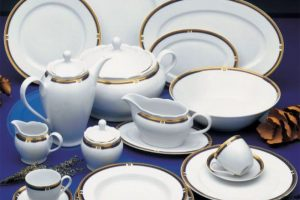 Platos de porcelana o con detalles metálicos