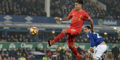 Roberto Firmino se pasó de copas en la víspera de Navidad y no jugará contra el Chelsea el 31 de enero. Foto:AFP
