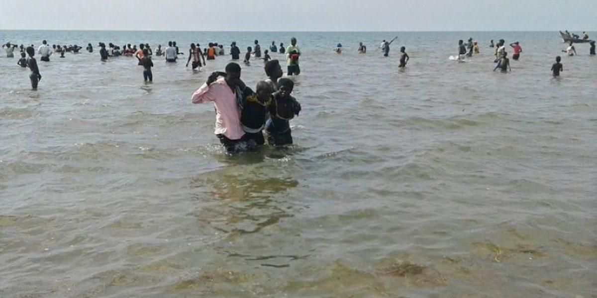 Un grupo de futbolistas y aficionados muere en un naufragio en Uganda