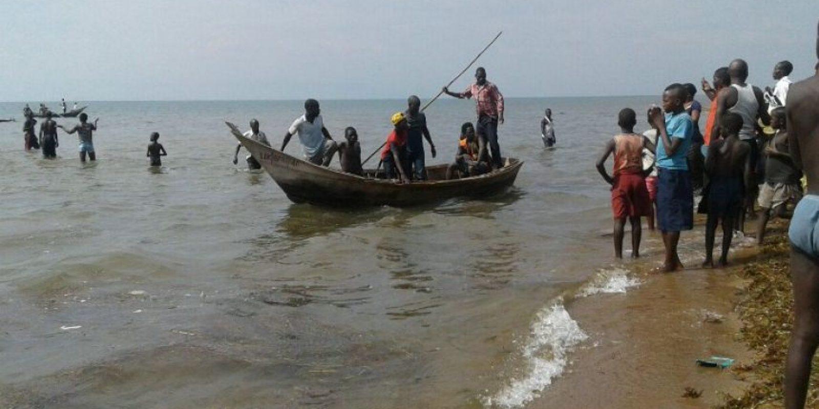 No existen noticias sobre el paradero de más de 20 personas que viajaban en la embarcación. Foto:AFP