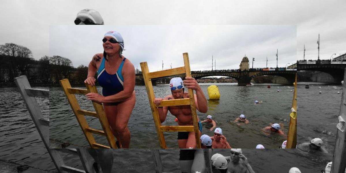 El raro encanto de cruzar a nado el río de Praga casi helado